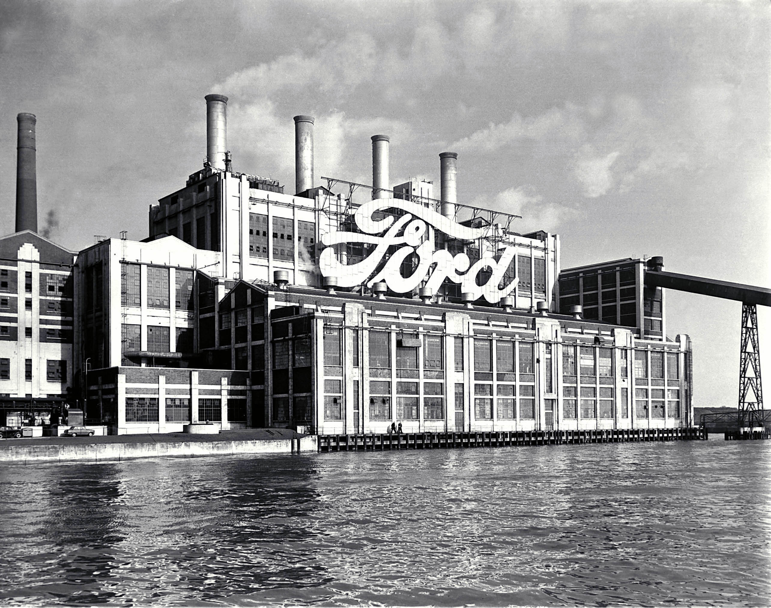 Ford motor company central head office eagle way warley for Ford motor company corporate office