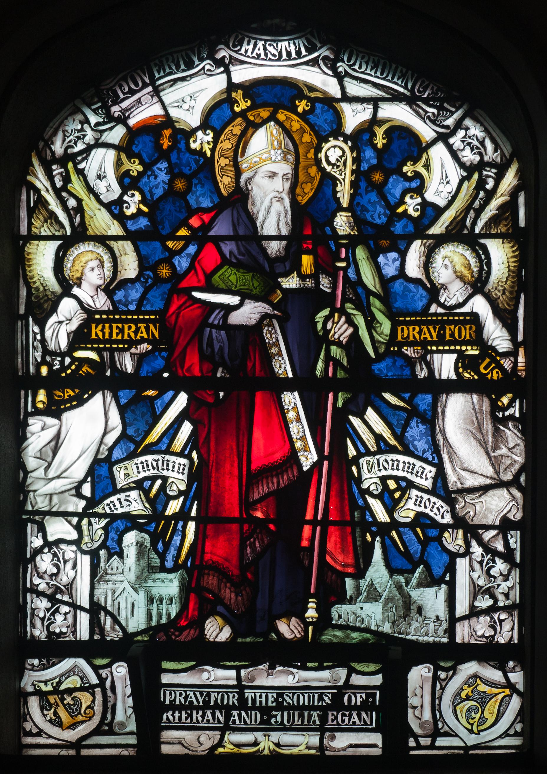 Den hellige Kieran av Clonmacnoise, glassmaleri fra kirken St Brendan's i Birr